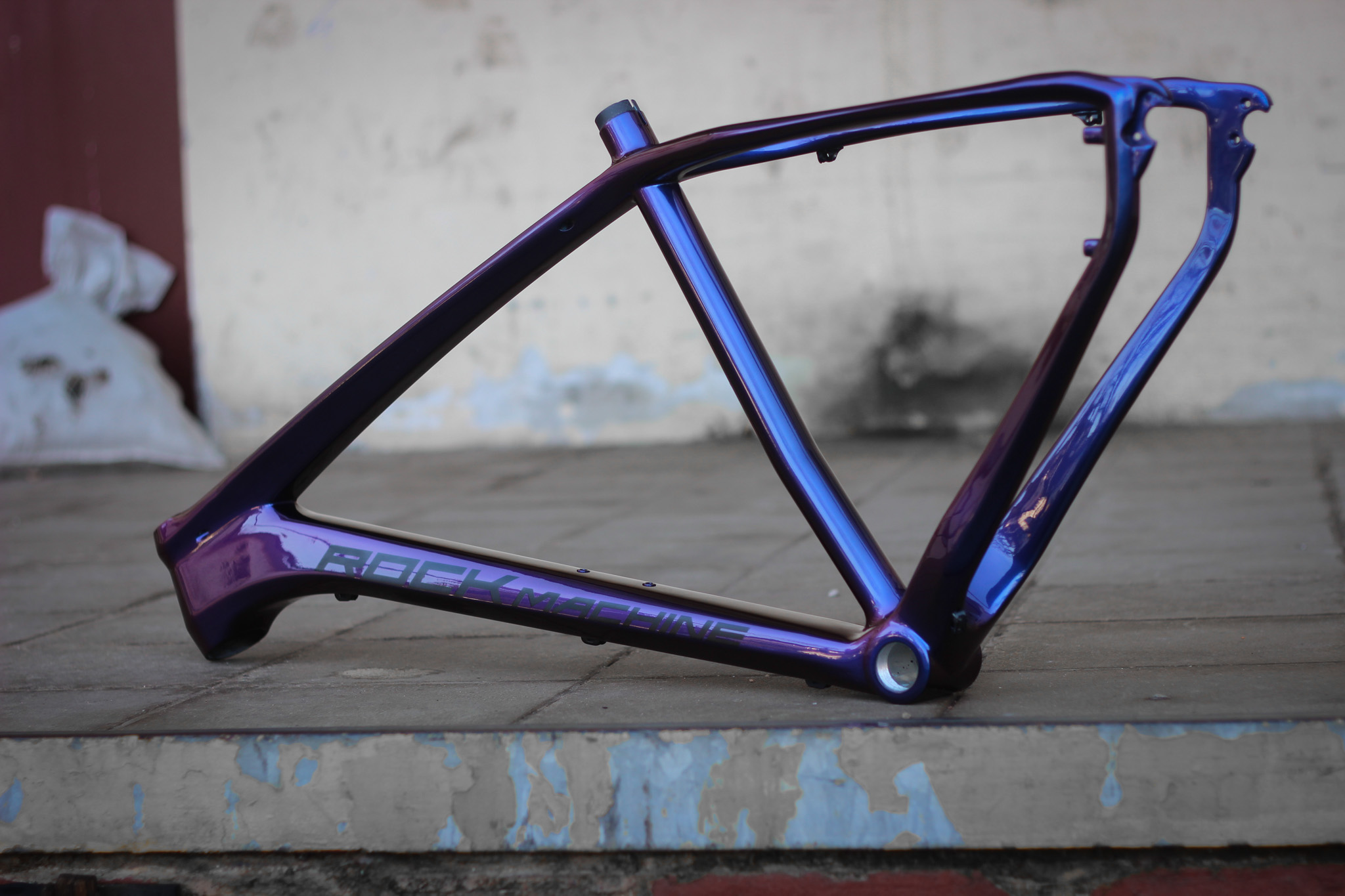 How to repaint (carbon) frame to a new (chameleon) color. | SingleBe